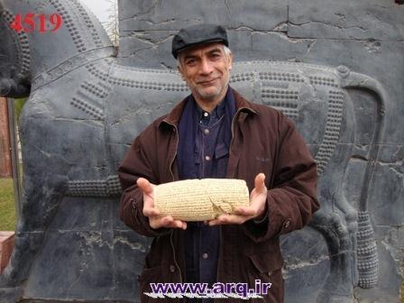 عکس انوش در محوطه موزه ایران باستان