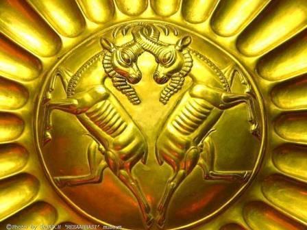 سینی زیبا از جنس طلای تمام عیار