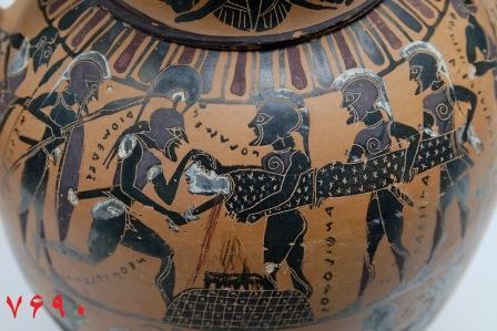 قربانی کردن دختران جوان روی یک ظرف باستانی